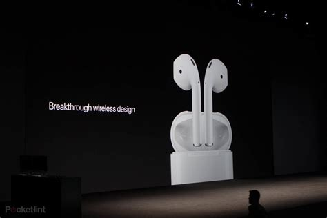 Apple made these wireless AirPods and Lightning EarPods