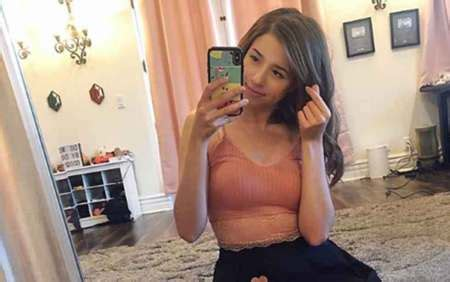 How old is Pokimane Thicc? Is she Dating a boyfriend?