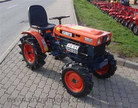 Compact tractor Kubota B6000 with 4WD used, completely