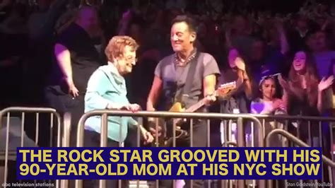Bruce Springsteen dances with his 90-year-old mom at New